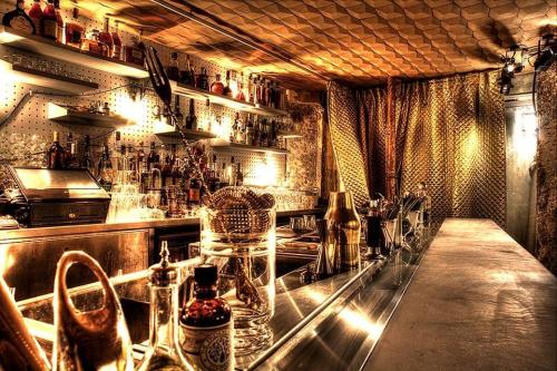 Source: http://www.sofrenchy.net/wp-content/uploads/2014/12/le-syndicat-bar-cocktails