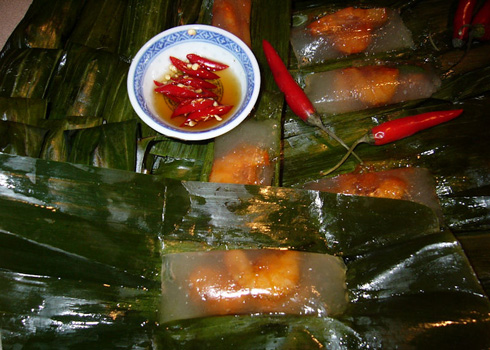 Bánh Bột Lọc or tapioca dumpling with pork and shrimp